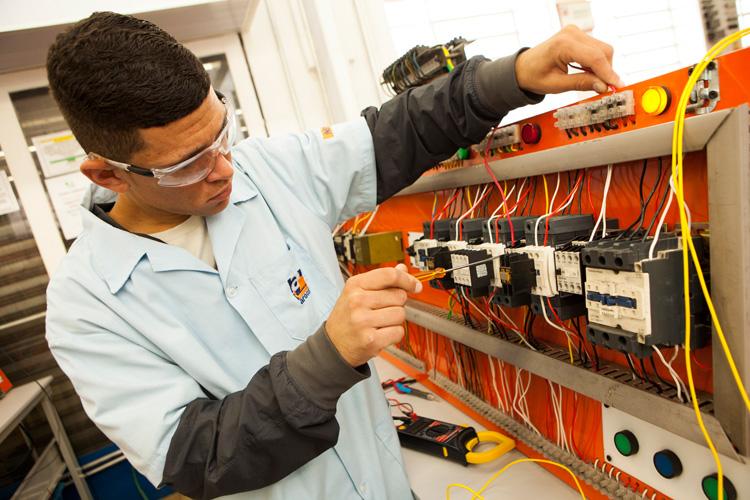 curso maquinas e comandos elétricos a distância