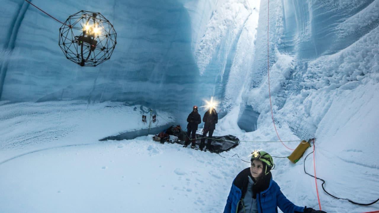 Habilidade de vôo O drone Elios explorou as profundezas das cavernas de gelo da Groenlândia.