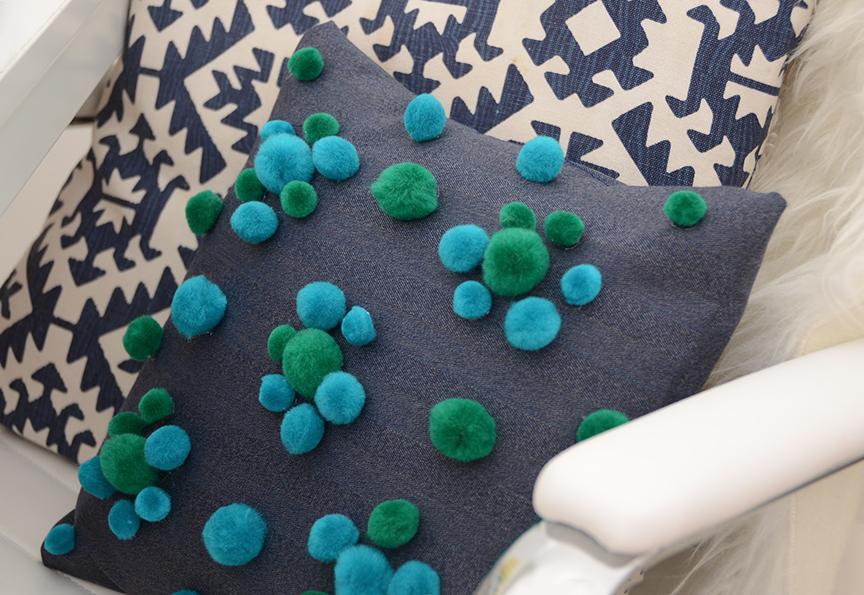 Como fazer uma capa de almofada - Almofada Pom Pom