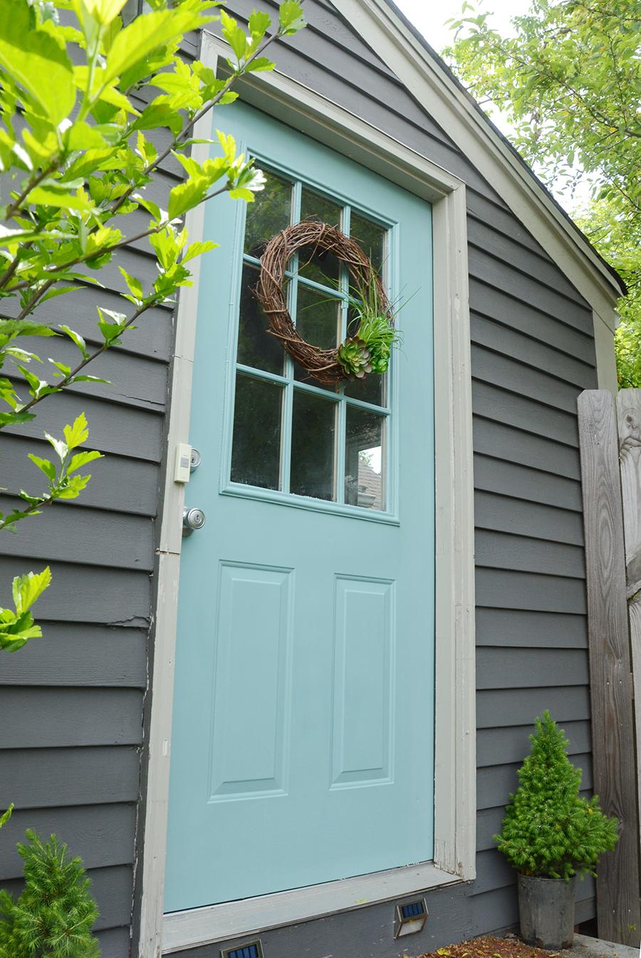 Como pintar a nova cor de uma porta externa