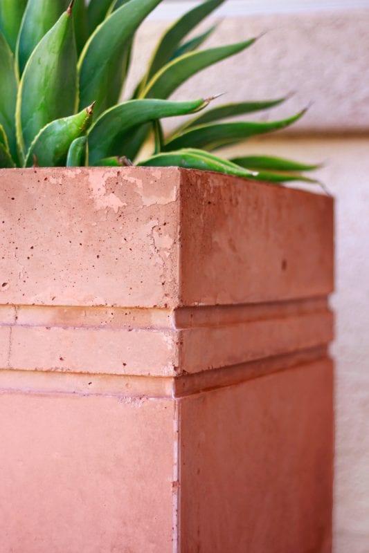 Plantador de concreto alto