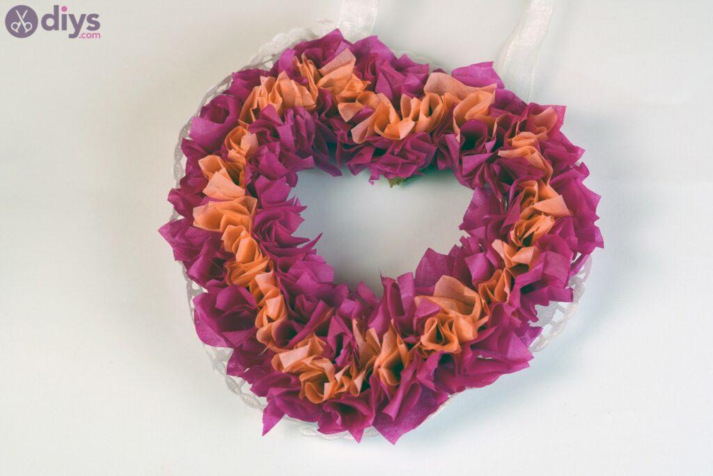 Coração de papel de seda inchado